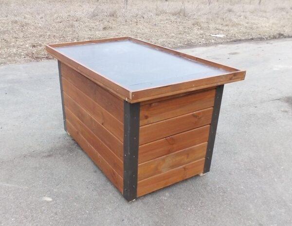 Ламинрованная фанера на крыше будки
