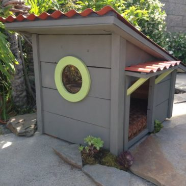 Собачья будка с окном | Фото