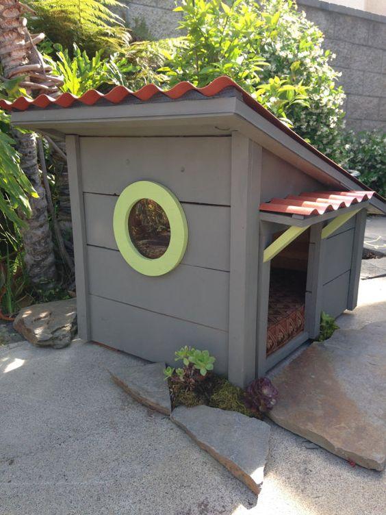 Собача будка з вікном | фото