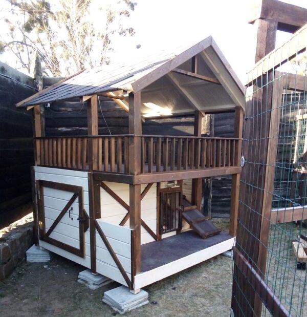 Двухэтажная будка для собаки